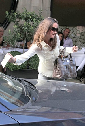 Pic Pippa Middleton Gets A Parking Ticket For Bmw Us Weekly