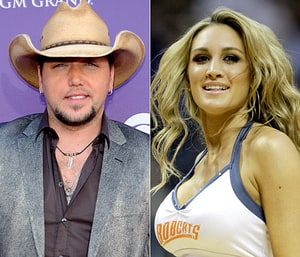 jason aldean apologizes to wife fans after photos surface
