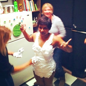 Mindy Kaling's Shaving Cream Swimsuit: See the Picture ...