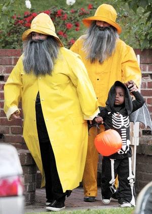 sandra bullock melissa mccarthy wear fishermen halloween