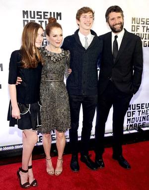 Julianne Moore Brings Look-Alike Children to Red Carpet ...