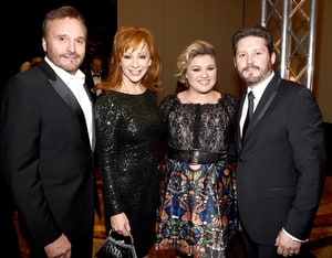 Kelly clarkson urged reba mcentire narvel blackstock to for How many kids does kelly clarkson have