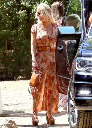 Jessica Simpson Boosts Her Cleavage In Boho Dress With