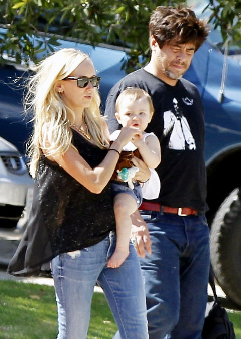 Benicio del Toro, Kimberly Stewart Hang With Daughter ...