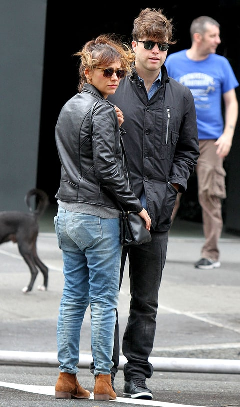 Rashida Jones Steps Out With Boyfriend Colin Jost, Fellow Harvard Alum ...