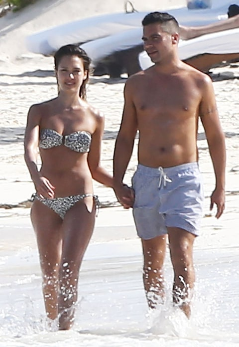 Jessica Alba's Bikini Body on Mexico Beach Vacation With ...