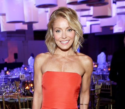 Game Thrones Star Michiel Huisman Discusses Film Age 30498132 besides Bio also Kelly Ripa On Balancing Motherhood Her Career Maintaining That Body 20141912 furthermore Kate Beckinsale Plays Marry Shag Kill With Co Stars Ben Affleck Josh Hart t Colin Farrell in addition 1118040345884. on the red carpet watch live