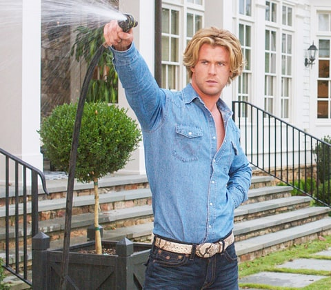 Vacation Review: Chris Hemsworth Shamelessly Steals the ...
