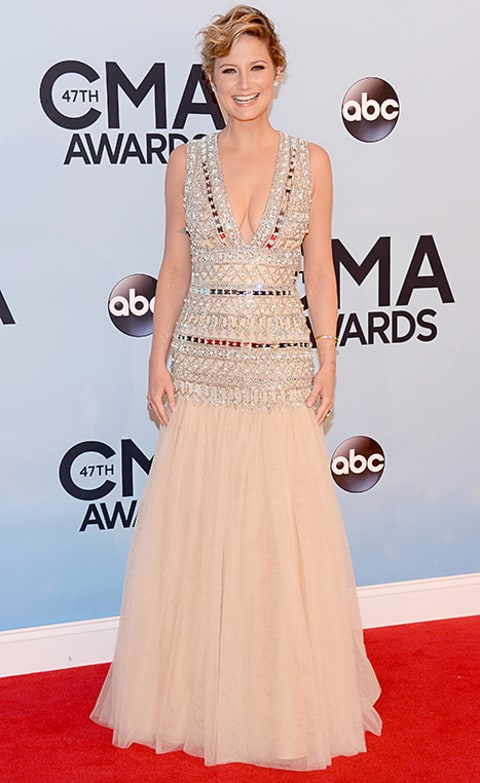 Jennifer Nettles Looks Incredibly Slim At The Cmas 2015