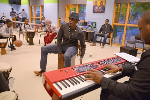October 17, 2016 - Minneapolis, MN, USA - Minnesota-based Somali artist Dalmar Yare rehearses before a workshop with fellow musicians.