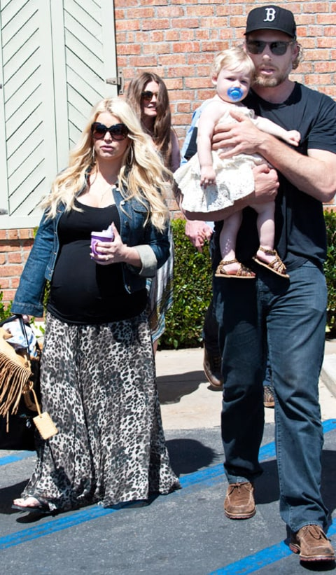 Jessica simpson carries daughter maxwell rests hand on for Kings fish calabasas