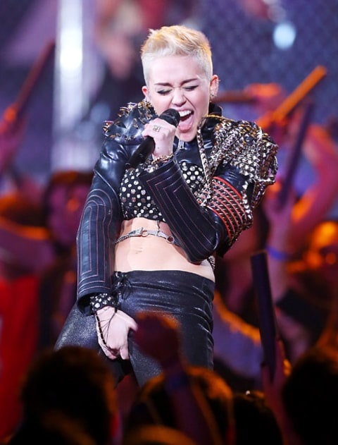 miley crotch grab