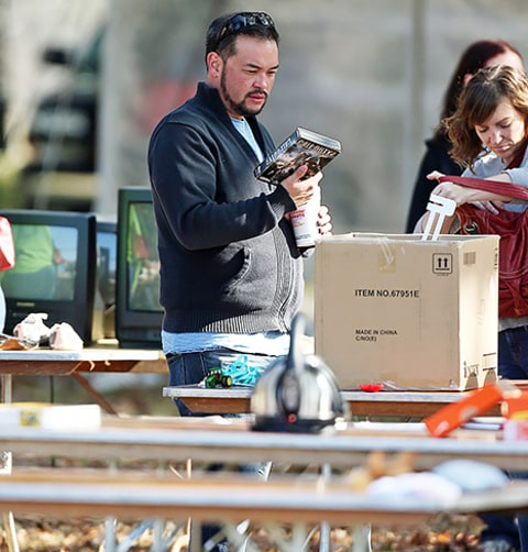 jon gosselin at yard sale