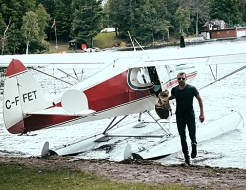 Dierks Bentley with plane