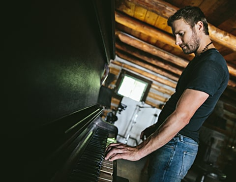 Dierks Bentley with piano