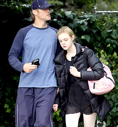 Dakota Fanning's Hot Dad Turns Heads at New York Knicks ...