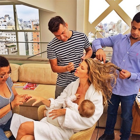 Gisele Bündchen breastfeeding