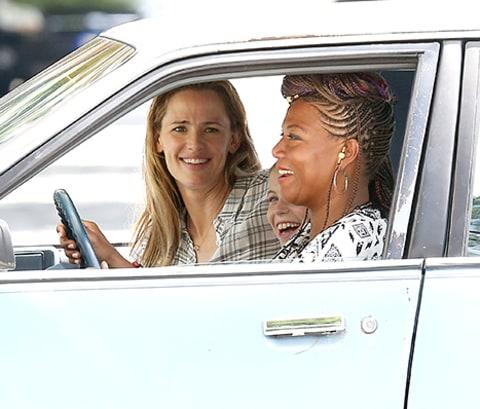 Jennifer Garner Smiles on Set Amid Ben Affleck Nanny News ...