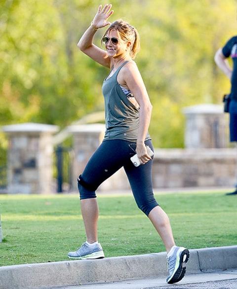 Kate Hudson Snags Jennifer Aniston for an Instagram Selfie ...