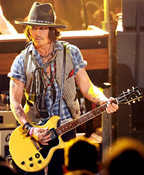 johnny depp performs with black keys