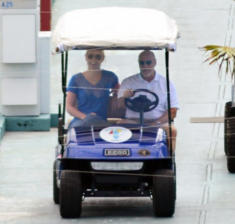 lindsey vonn golf cart