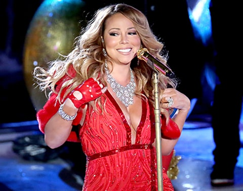 Mariah Carey singing at last night's tree lighting