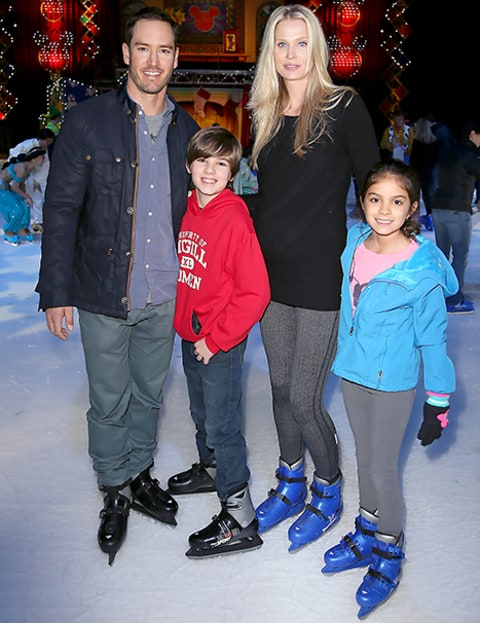 Mark-Paul Gosselaar, Catriona McGinn, and kids