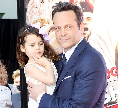 Vince Vaughn's Daughter Pretends She's Elsa From Frozen ...