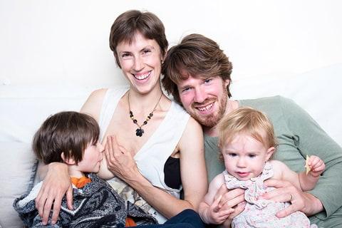 фото сын ибет с друзьями свою мать