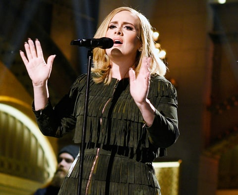 Adele performed on Saturday Night Live on November 21, 2015