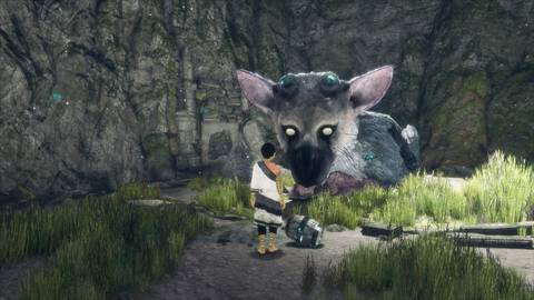 Trico's underfed companion works hard to get the beast its nourishment.