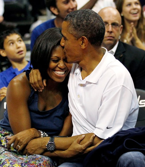 barack and michelle kiss cam