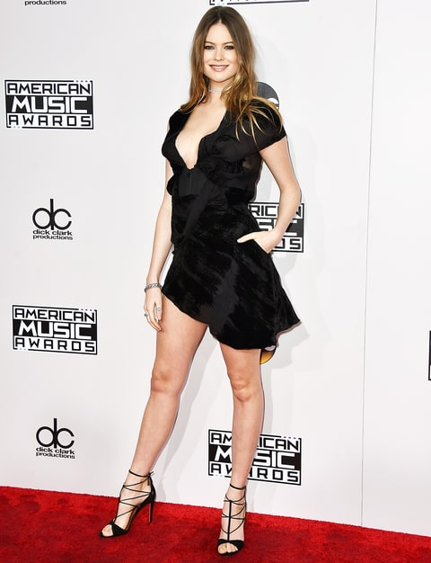 Behati prinsloo arrives at the american music awards at the microsoft