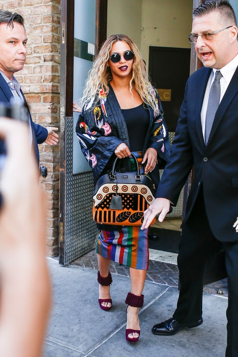 Beyonce Pairs A 360 Kimono And 65 Shades Street Style