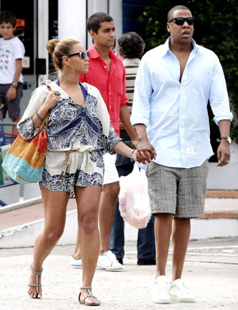 bey and jay holding hands