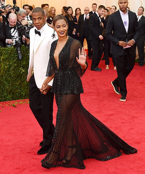 bey and jay poze for met