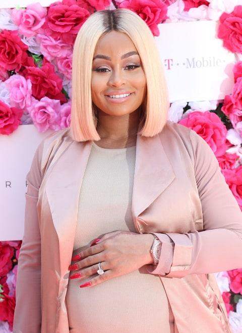 celebrity news news dream kardashian breastfeeds in tweet bonding time with mommy w