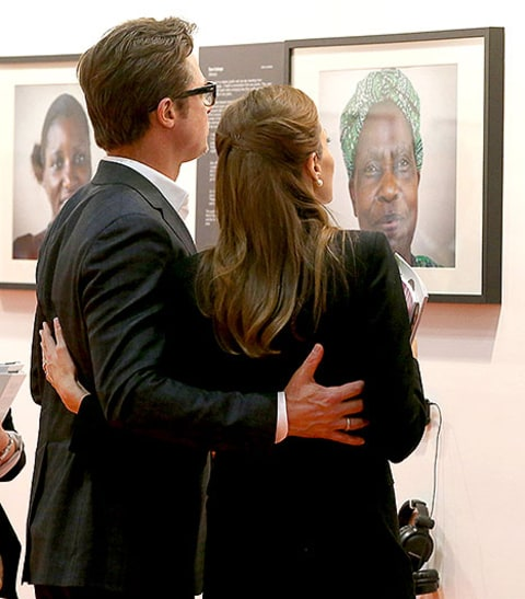 brad pitt and angelina looking at photographs