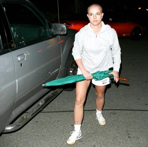 Britney Spears gets crazy after desperatly trying to see her kids at Kevin Federline's place in Tarzana. Britney took an umbrella and hit an empty car Feb 21, 2007