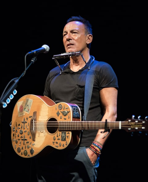 Bruce Springsteen in SPRINGSTEEN ON BROADWAY.