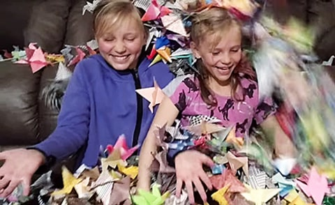 girls make 1989 paper cranes for taylor swift's mom