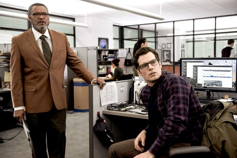 Perry White (Laurence Fishburne) and Clark Kent/Superman (Henry Cavill)