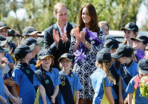 kate and william clapping