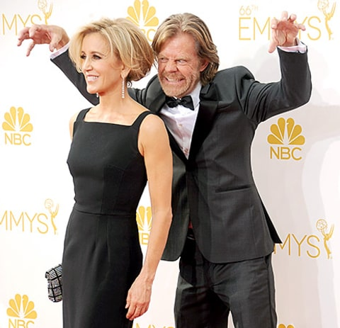 Felicity Huffman and William H. Macy photobomb