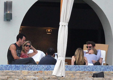 Jen Aniston Justin Theroux and Friends