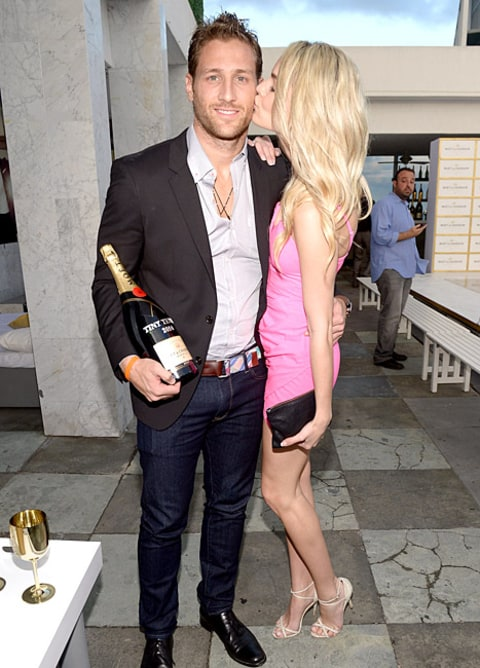 Nikki Ferrell and Juan Pablo kissing