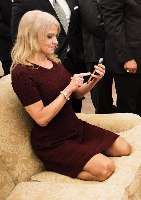 SNL's Kate McKinnon Mocks Kellyanne Conway's Oval Office ...