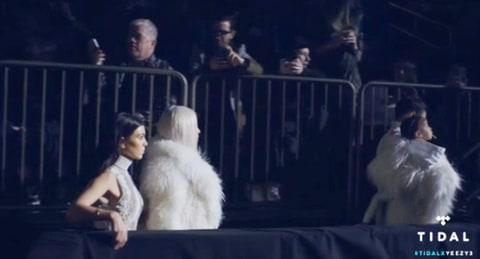 Khloe Kardashian, Single, Mingles Again After James Harden Breakup