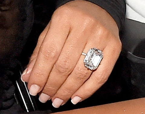 kim k wears 20carat diamond ring from kanye west at 2016