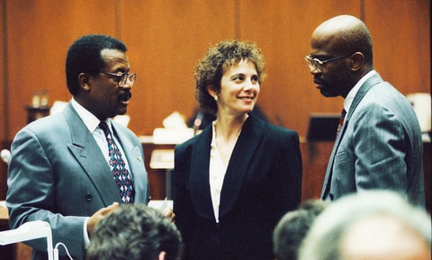 Defense attorney Johnnie Cochran Jr. confers with prosecutors Marcia Clark and Christopher Darden during testimony in the O.J. Simpson Criminal Trial February 9, 1995.